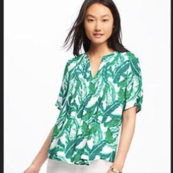 0ab4a727a98d2 Old Navy Pintuck Swing Blouse GREAT Palm PatternXL.  M 5b2a67f13c98449f97cc24a7